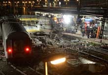 Photo of ফ্রান্সে ট্রেন দুর্ঘটনায় নিহত ৬, আহত ৩০