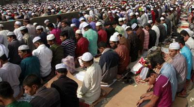 Photo of ইজতেমা ময়দানে লাখো মুসল্লির জুমার নামাজ আদায়
