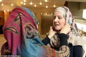 Photo of রমযানে হিজাব পরছেন অমুসলিম নারীরা