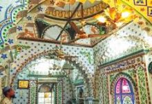 Photo of ঐতিহ্যে অবিচল কসাইটুলির 'চিনির টুকরা মসজিদ'