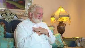 Photo of কুরআনের অনুবাদ করতে গিয়ে মুসলিম হলেন মার্কিন যাজক