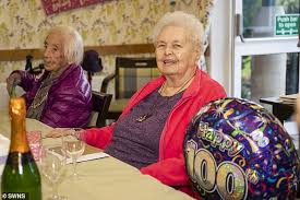 Photo of ১০৮ বছর বয়সী বোনকে নিয়ে শততম জন্মদিন পালন